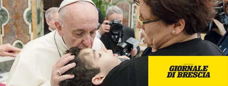 Davide e gli occhi che sanno parlare emozionano pure papa Francesco